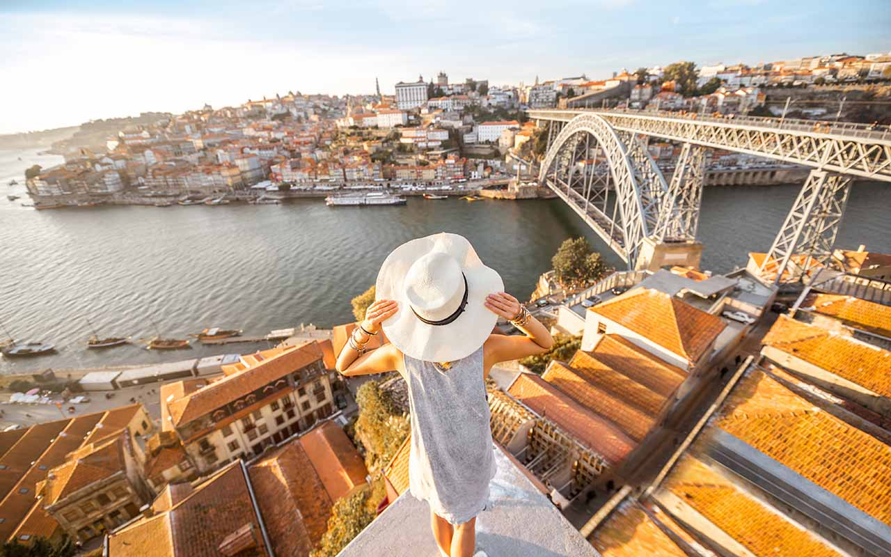 solo female traveler portugal