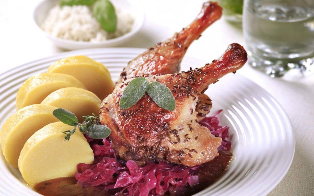 Pečená Kachna se Zelím - Czech food