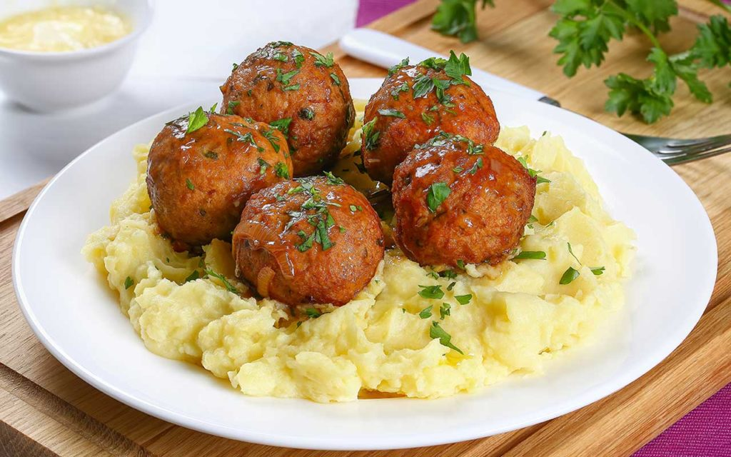 Moldovan Food - Mashed Potatoes and Meatballs