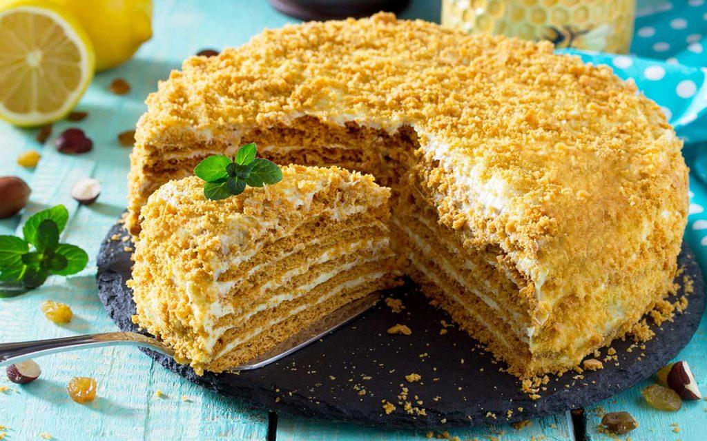 Moldovan Food - Madonna Honey Cake