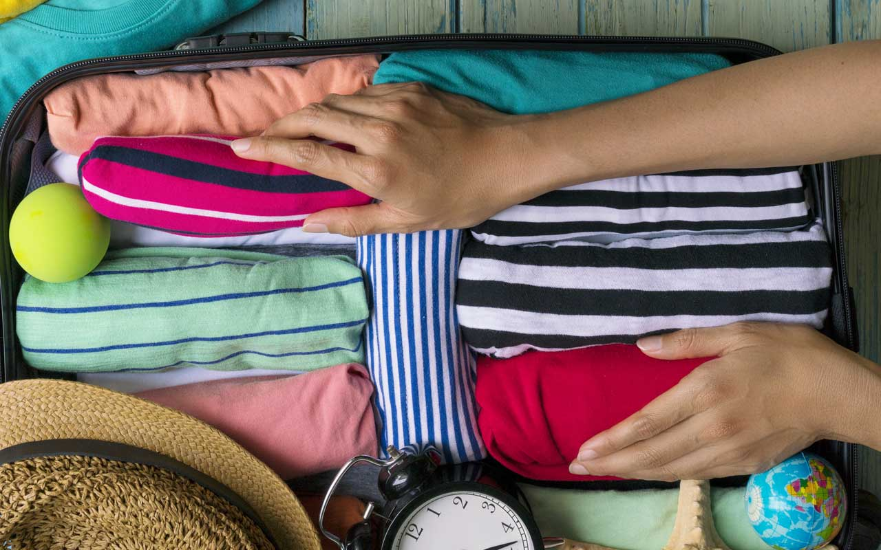how to get wrinkles out of clothes when traveling