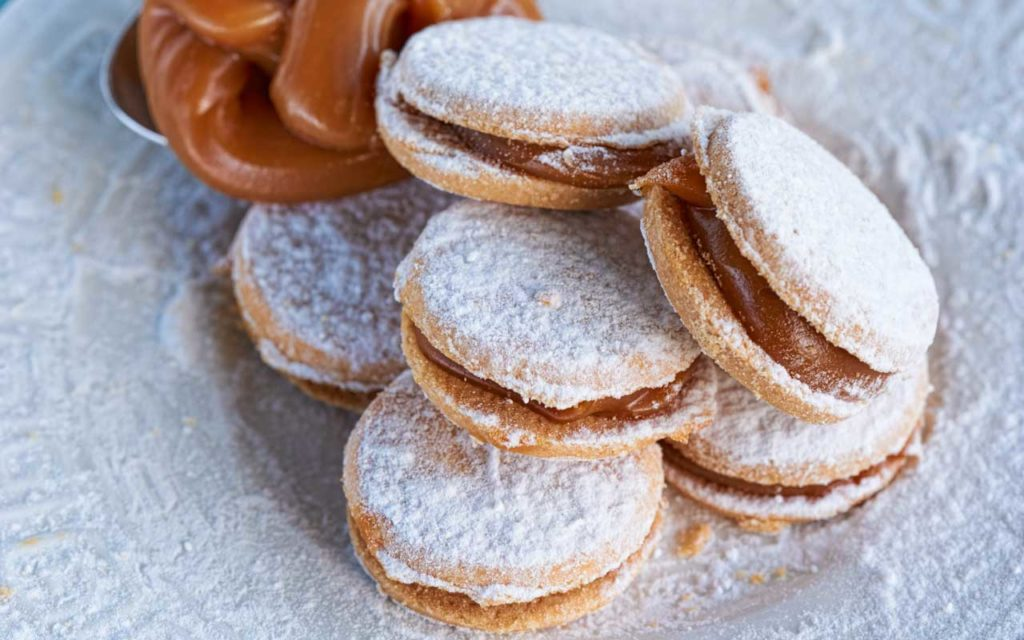 Peruvian Food: Alfajores (Dulce de Leche Cookies)