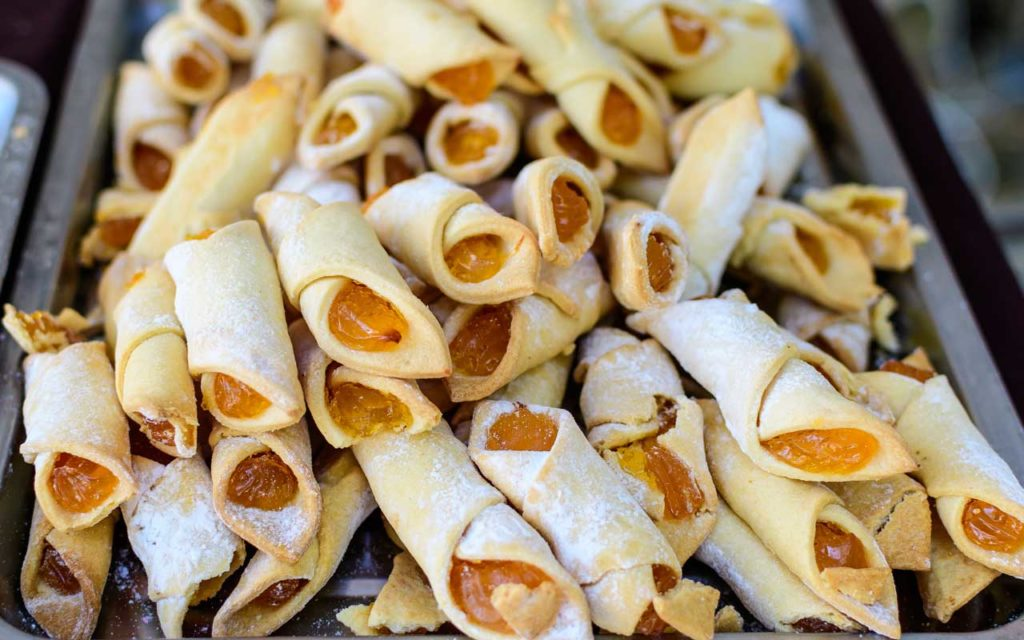 Romanian Food: Cornulete (Crescent Pastries)