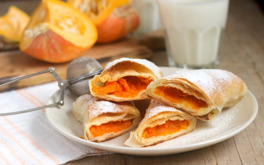 Romanian Food: Strudel cu Dovleac (Traditional Romanian Pumpkin Strudel)