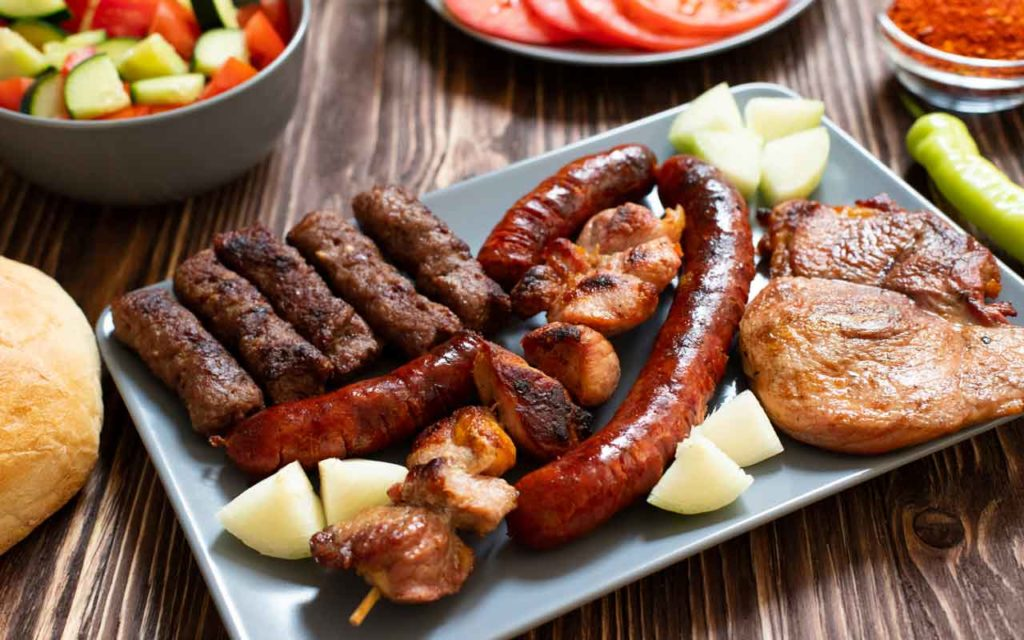 Albanian Food: Tave Mishi – Mixed Meat Platter
