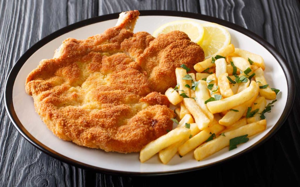 Argentinian Food: Milanesa con Papas Fritas (Escalope with French Fries)