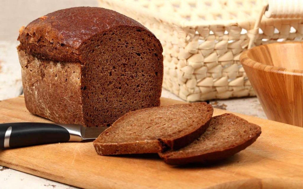 Lithuanian Food: Dark Bread (Juoda duona)