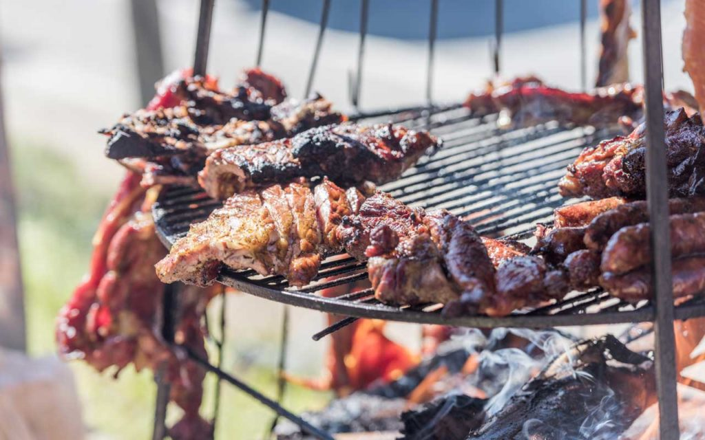 Colombian food: Carne a la Llanera / Mamona (Slow-Cooked Barbecue Meat)