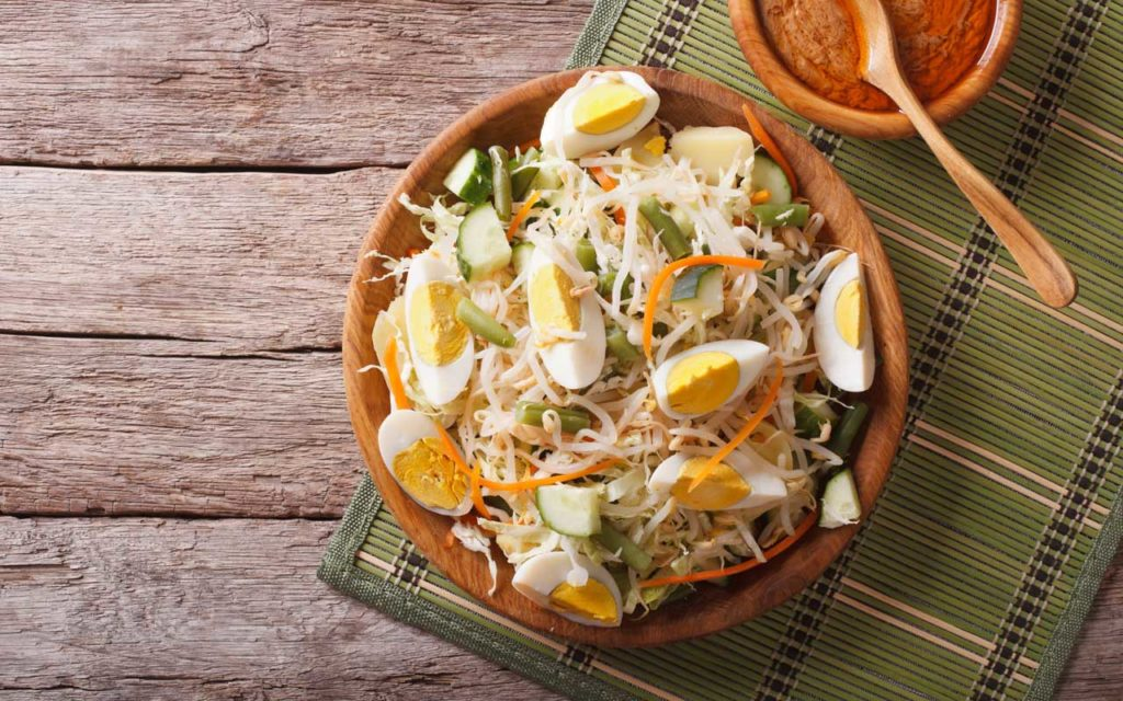 Indonesian Food: Gado-Gado (Javanese Vegetables Salad with Peanut Sauce)
