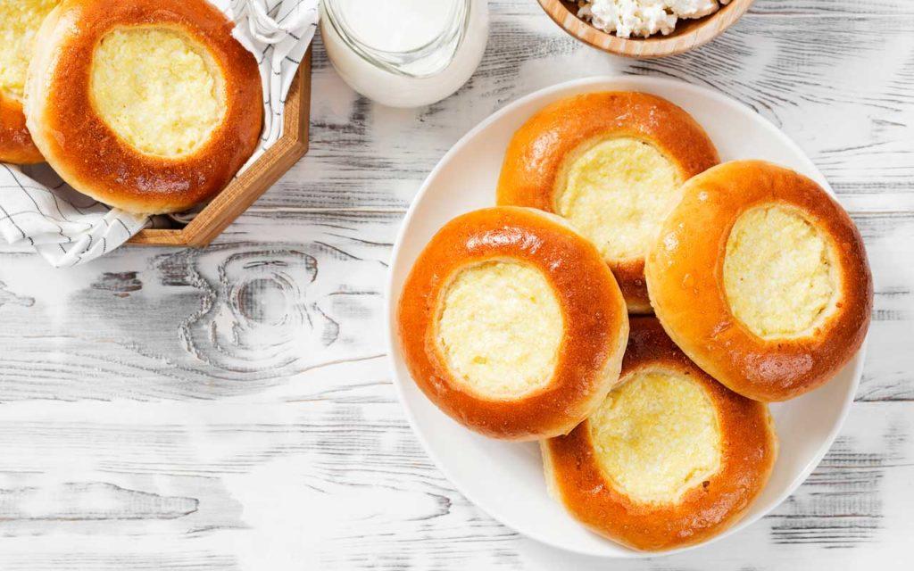 Russian Food: Vatrushka (Ватрушка) – Cream Cheese Bun