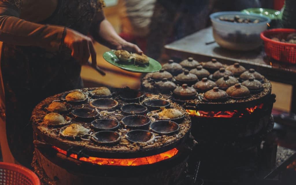 Vietnamese Food: Bánh Căn – Mini Pancakes Street Vendor