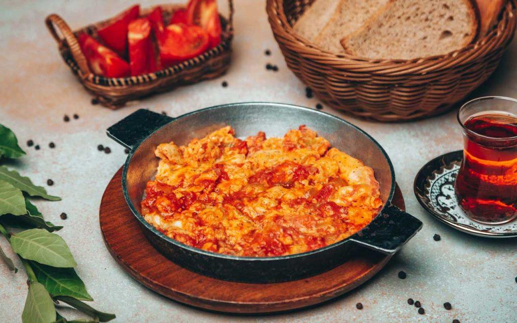 Azerbaijani Food: Pomidor-Yumurta – Eggs and Tomatoes