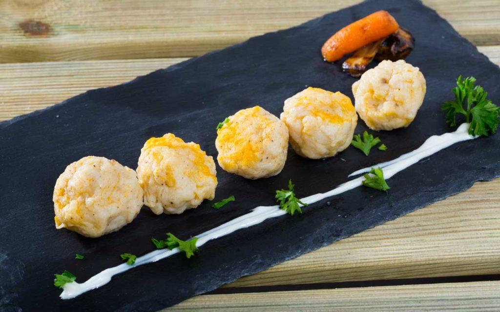 Norwegian Food: Fiskeboller i Hvit Saus – Fish Balls with Béchamel Sauce