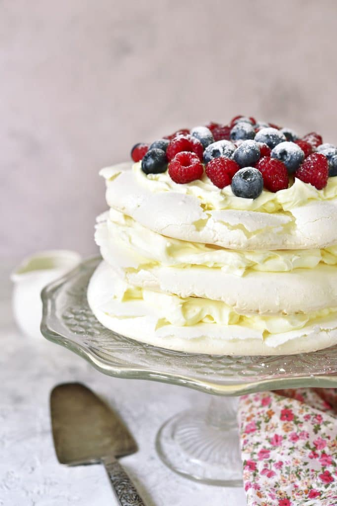 "Russian Dessert: Tort ""Pavlova"" (Торт Павлова) – Pavlova Cake"