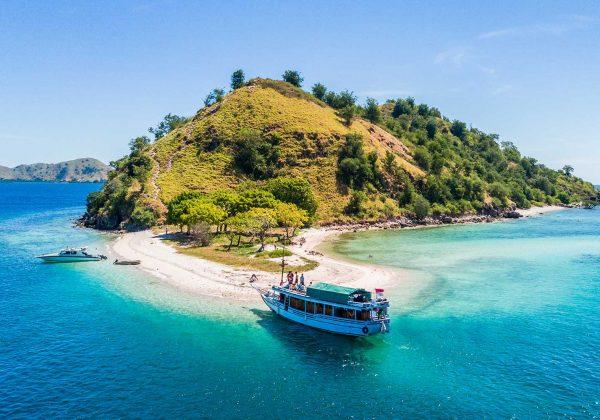 komodo island boat tour