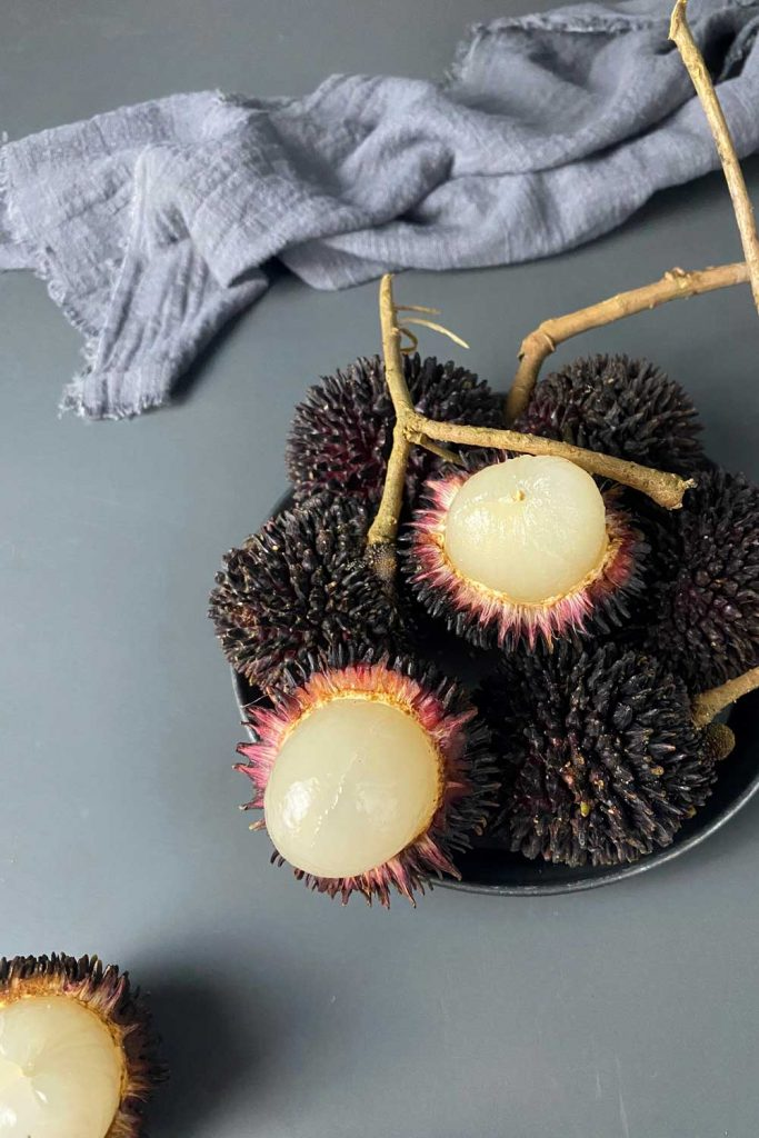 Asian fruit: Pulasan