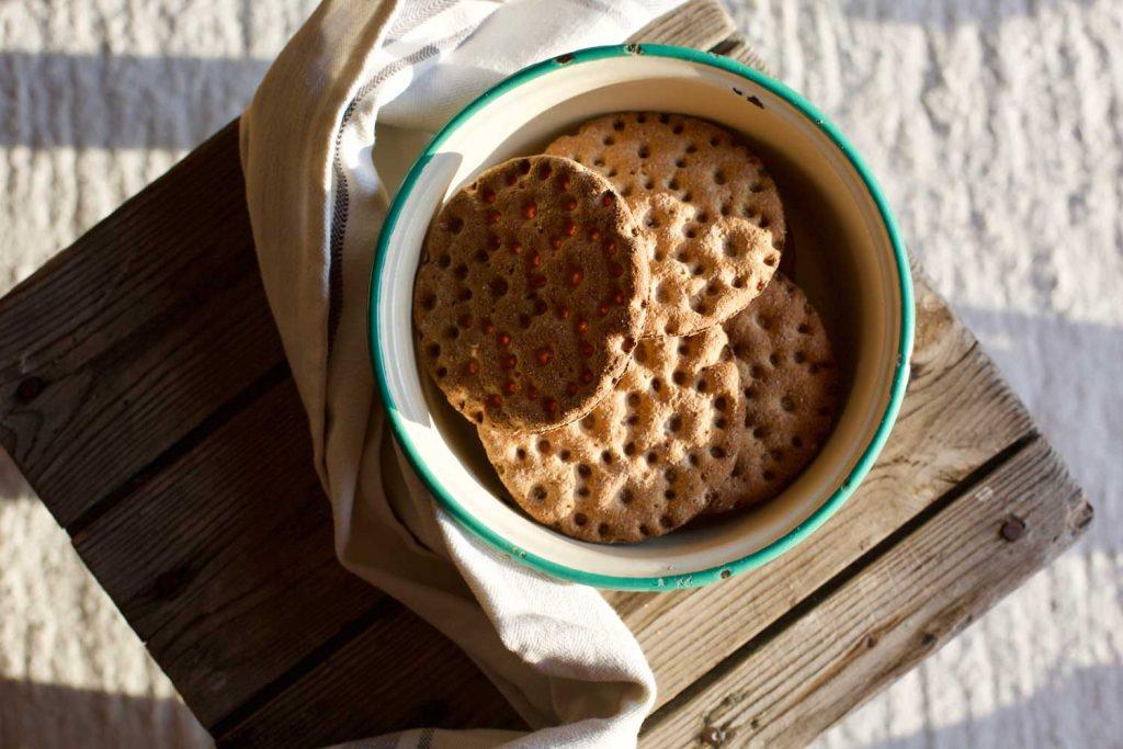 Swedish Food: Frukost: Knäckebröd och Filmjölk  – Breakfast: Crisp Bread and Filmjölk