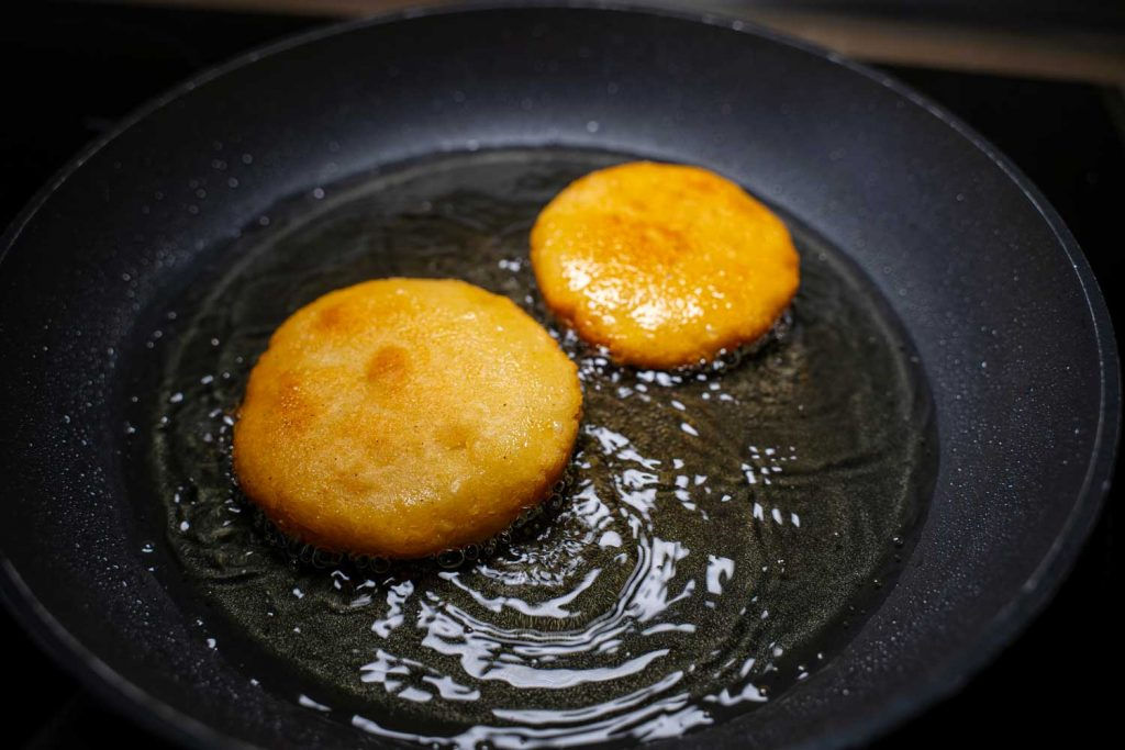 Venezuelan dessert: Arepitas Dulces – Sweet Corn Round Bread