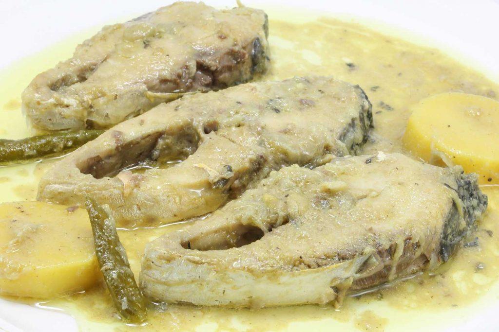 Bangladeshi Food: Shorshe Ilish (Hilsa Fish with Mustard Curry)