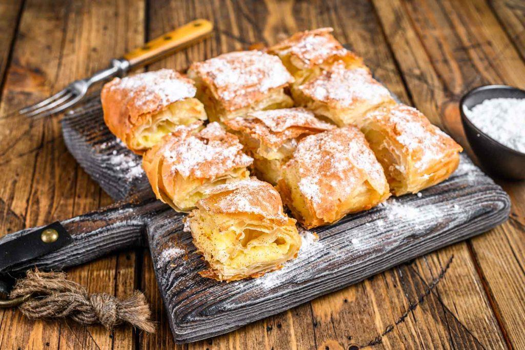 Greek dessert: Bougatsa