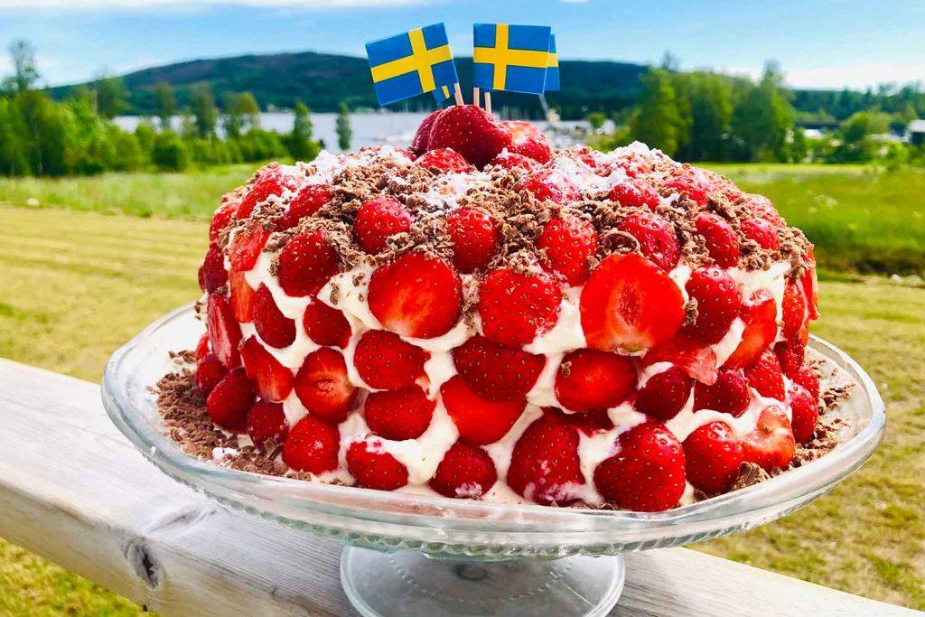 Jordgubbstårta – Strawberry Cake